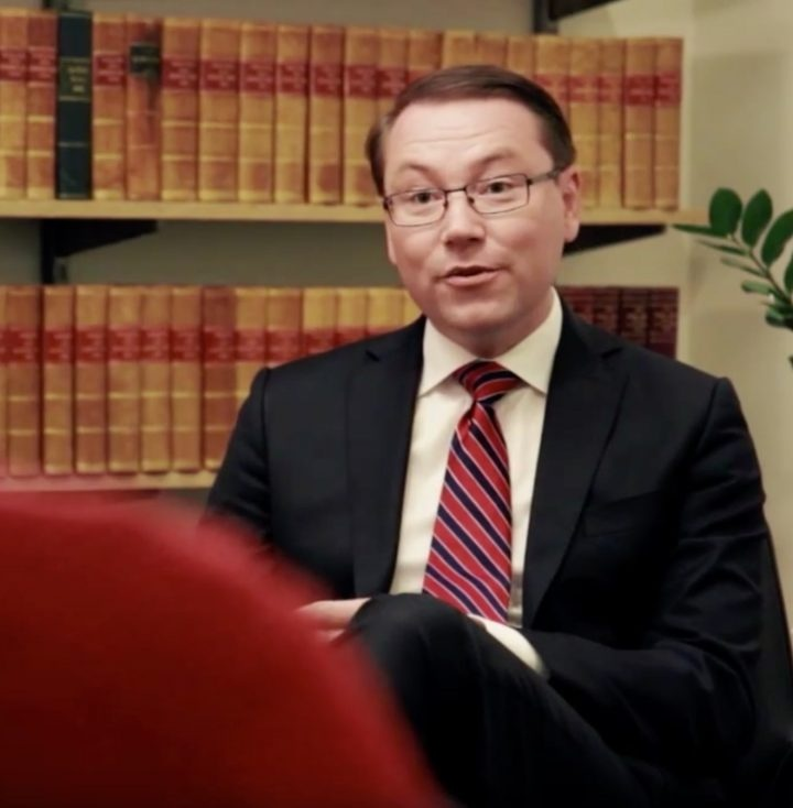 Fredrik Engström medverkar i fem kortfilmer om skoljuridik